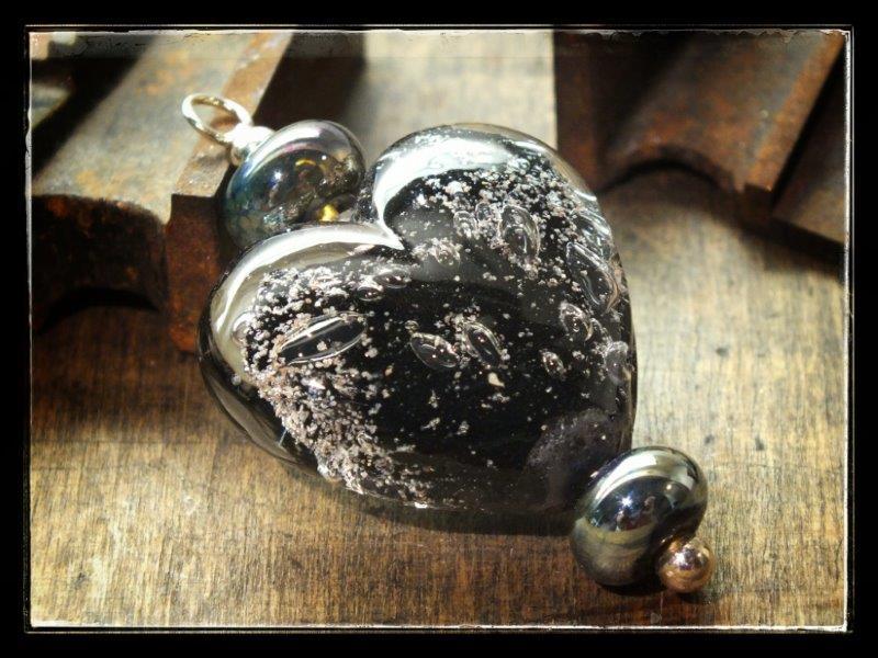 as in glas sieraad hart zwart