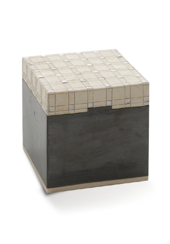 urn kubus tetra, keramiek met vakjes