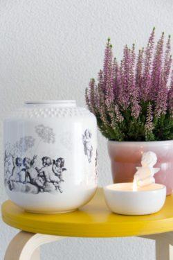 urn miomind engeltjes met ornament