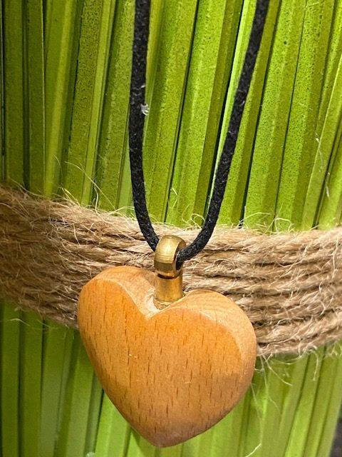 as sieraad houten hartje
