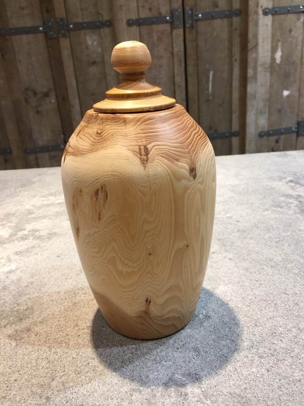 houten natuur urn taxus medium
