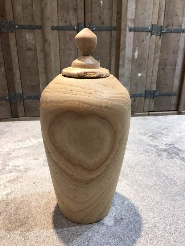 houten natuur urn walnoot staand