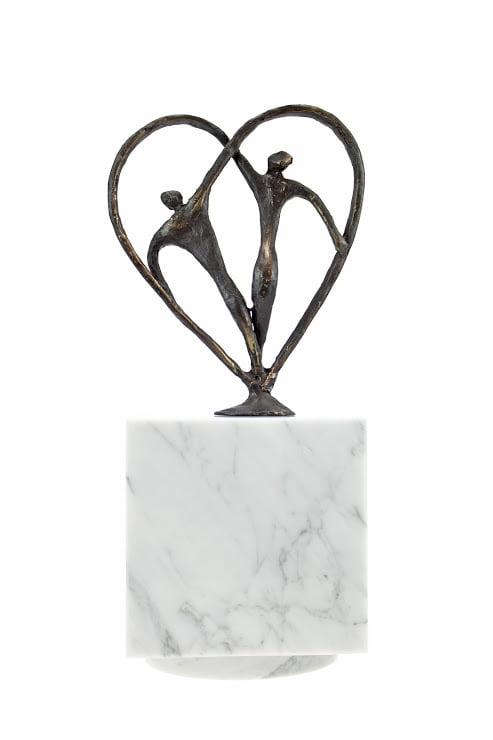Marmer urn vierkant met bronzen beeldjes