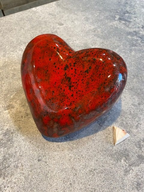 hart urn keramiek rood