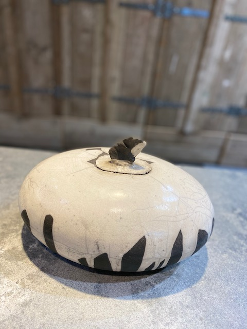 raku ovale urn keramiek