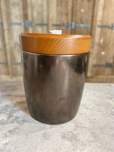 Keramiek urn craquele brons met roos